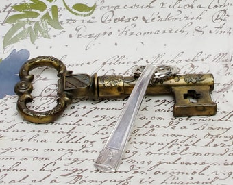 Key Ring Handcrafted Vintage Spoon Handle Holmes & Edwards Century Pattern Upcycled Silverware Flatware 1920s