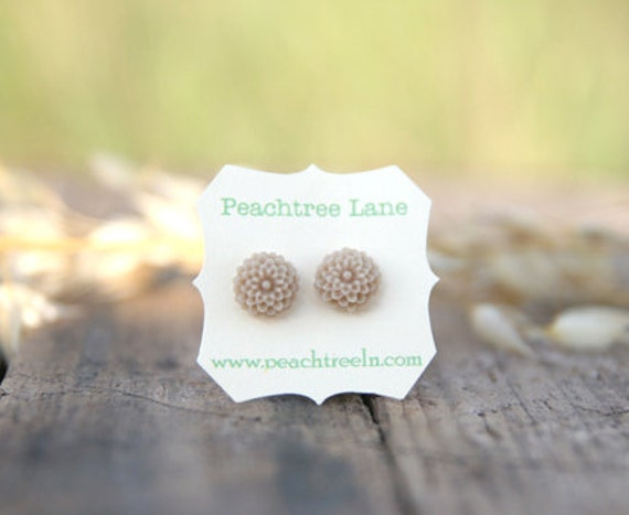 Pale Taupe Brown Small Mum Earrings // Oatmeal latte // Bridesmaid Gifts // Bridesmaid Earrings // Rustic Wedding