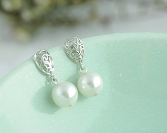 Silver Paisley with Pearls Earrings. Lovely for Brides, Bridesmaid. Bridesmaid Earrings. Bridesmaid Gifts. Bridal Jewelry.