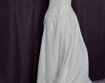 "1990s White Short Sleeve Chiffon Wedding Gown/Dress w 82"" Train, Size 10, Mon Cherie Bridal"