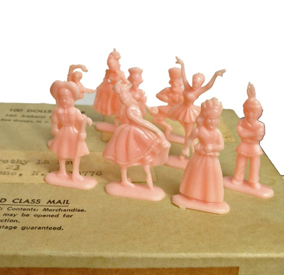 5pcs TINY PLASTIC PEOPLE 1960s Vintage Little Dolls Extremely Limited Stock