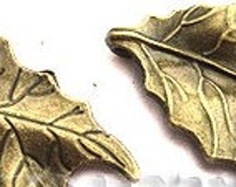 47x26mm Beautiful Antique Brass Etched Leaf Pendant 2pcs