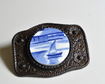 Simple Circle Recycled China Belt Buckle - Vintage Blue Sail Boat