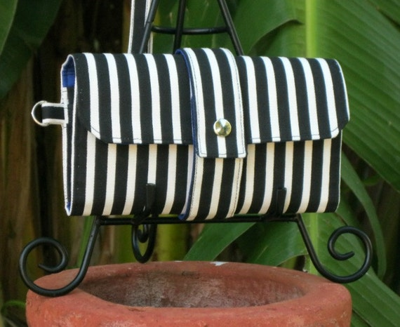 iPhone Smartphone Multi Compartment Clutch Vegan Wallet - Black and White Stripes