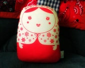 carminita snowflake --- matryoshka doll grande-- red n white -- handproduced-- (ship in 3 days)