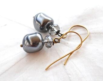 Charcoal Grey Pearl Earrings. Edisto Collection. Bridesmaids Earrings.