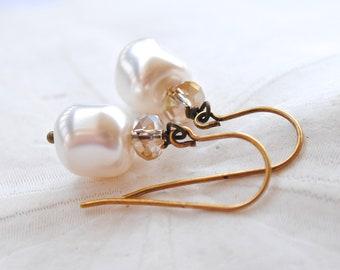 White Pearl Earrings. Edisto Collection. Bridesmaids Earrings.