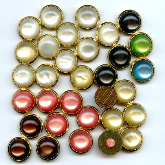 Lot  Lucite Buttons  31 Flavors Several Colors 13/16 inch size 8166