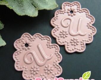 CH-ME-01965 - Dusty pink enameled, Lace Applique alphabet charm - U, 2 pcs