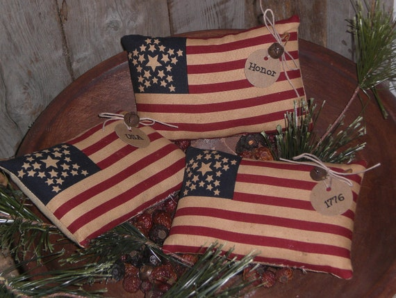 Set of 3 - Primitive - Patriotic - USA - July 4th - Americana - American - Flag - Bowl Fillers - Ornies with Rusty Jingle Bell