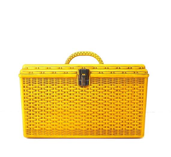 Vintage Basket Weave Pattern Plastic Sewing Box