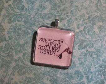 Support Roller Derby glass tile pendant