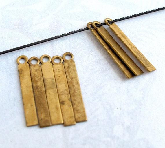 LAST Set - Vintage Brass Stick Charms (20X) (M876)