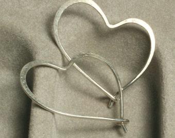 Handmade hammered heart sterling silver hoop 28x20mm (item ID LLSE-36)