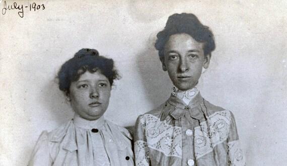 vintage photo 1903 Teenage Girls Unusual long ARms