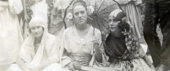 vintage photo PARis Costumes gypsy,,chaplin,toga,bohemian Parisian young women men 1922 albumen