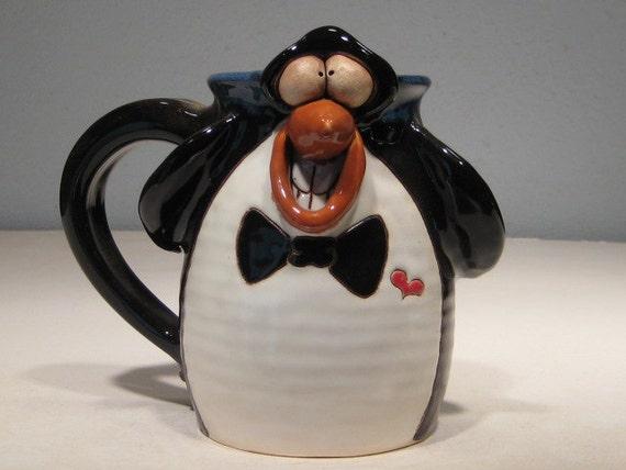 Happy Penguin Mug ....     e19