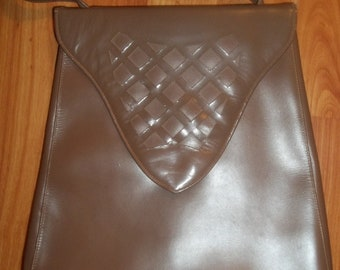 Adorable Tan Vintage Purse with LOVELY Cut-out Details