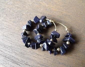 Hoops earrings with goldstone.