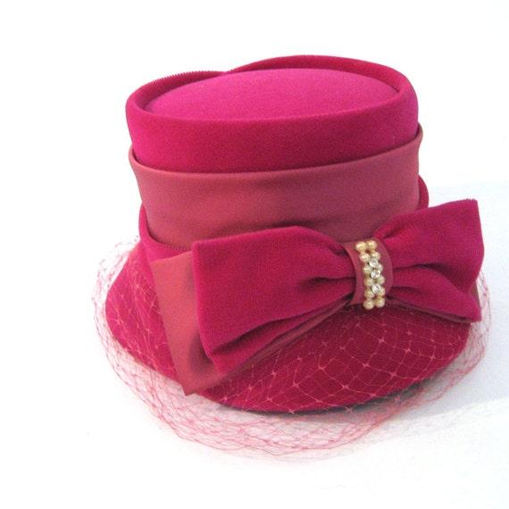 vintage 50s Velvet Hat / vintage Veiled Hat with Satin Trim and Bow  / Retro Chapeau