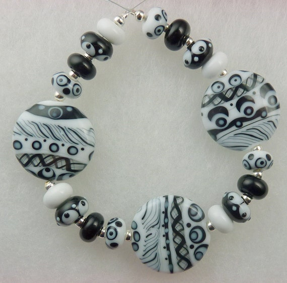 TWIST AND SHOUT Lampwork bead set by Pixie Willow Designs