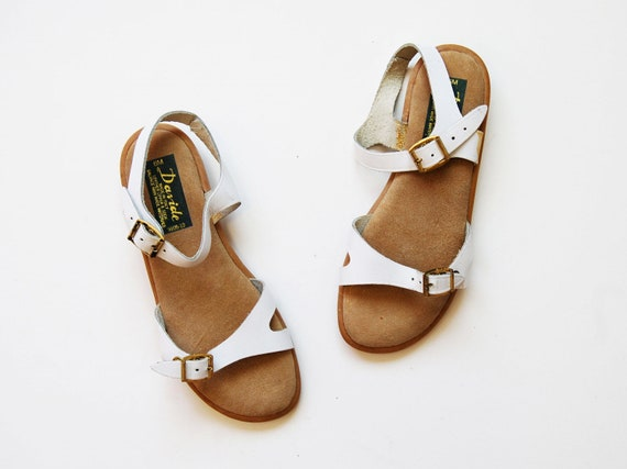 vintage WHITE leather sandals / 1980s strappy buckle flats
