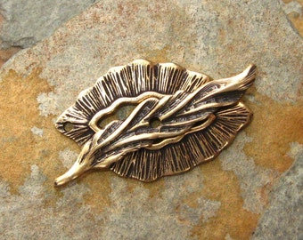 Leaf and Feather Toggle Set - 1 Set Antique Gold Patina Trinity Brass