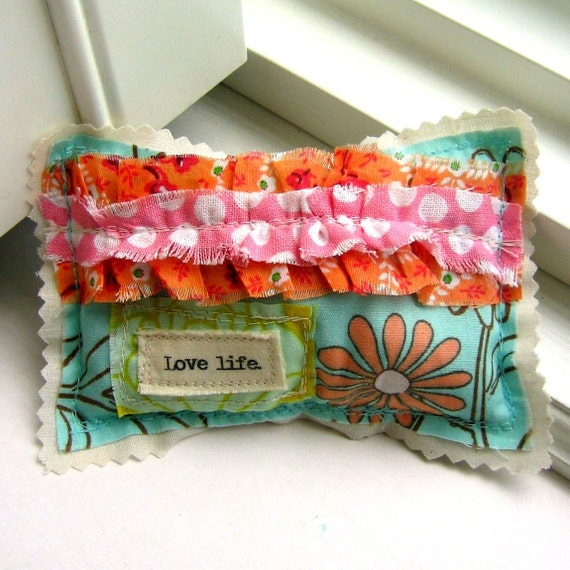 Sachet, Lavender Sachet,  Small  Pillow Sachet, Appliqued, Ruffle Pillow Sachet, Word Sachet, Lavender, Sachet, Love life. -  No. 239
