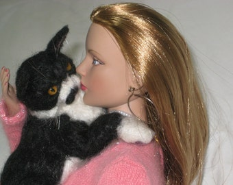 Doll Pet / Needle Felted Cat /Custom Miniature Sculpture of your pet / Cute