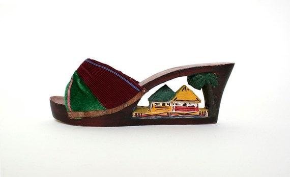Vintage Wood Carved Heels - Tropical Tiki Souvenir Wedge Sandals