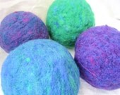 1 Ecofriendly Needlefelted Wool Ball Toy