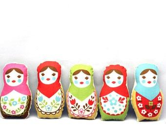 Ornaments or Worry Dolls - Refreshing Christmas Classic Stuffed Matryoshka - Set of 5