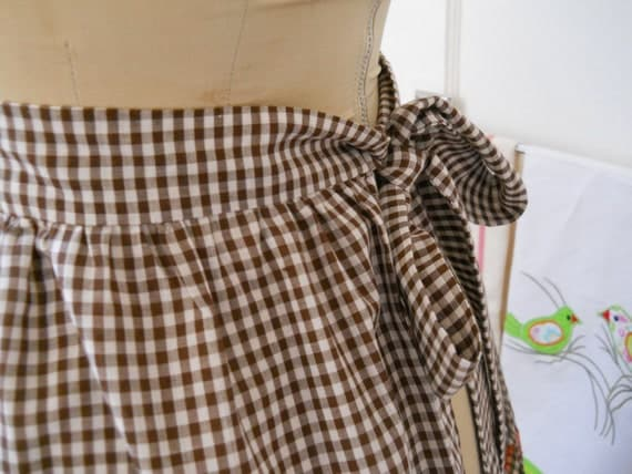 vintage farmhouse fresh gingham cross stitch half apron, chocolate brown and white check, pocket, orange stars