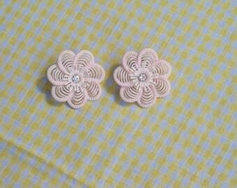 Sweet vintage plastic flower earrings