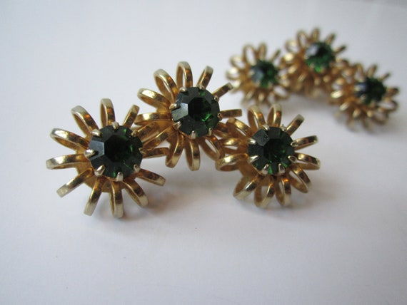 Vintage Emerald Green Rhinestone Goldtone Clip Earrings