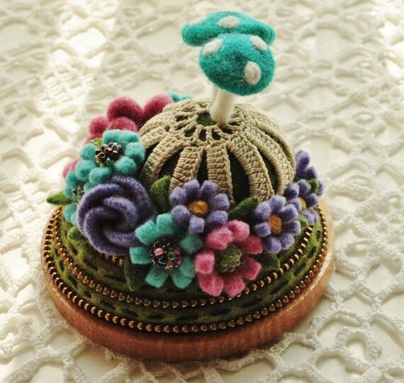 Felt and zipper flower pincushion