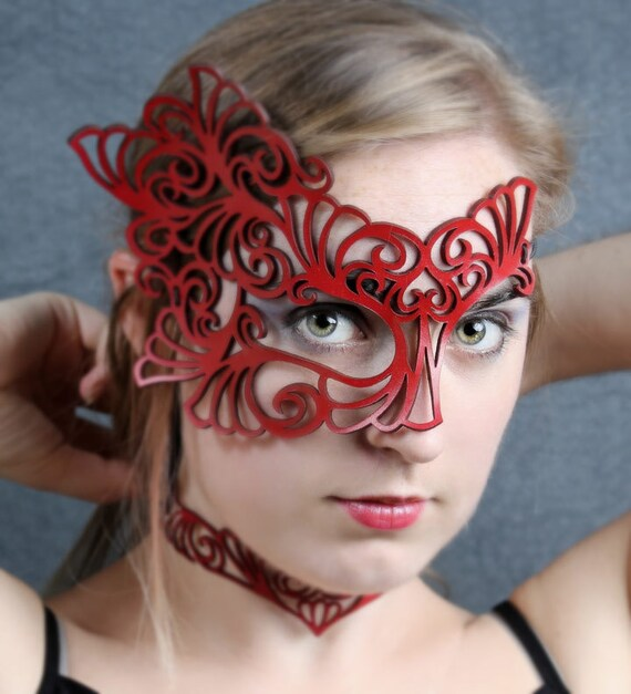 Roxy Leather half mask in red