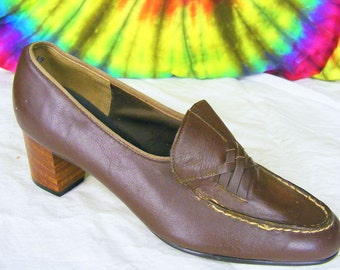 6 B vintage 60's-70's brown leather Naturalizer loafers pumps heels shoes