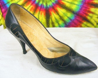 Size 6 B vintage 50's black leather TWEEDIES pointy toe stiletto heels pumps shoes
