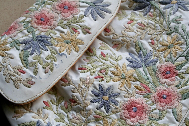 Vintage marheta vinyl embroidered floral handbag rio by