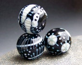 MruMru Handmade Lampwork Glass Bead  set. Black and White Trio. Sra.
