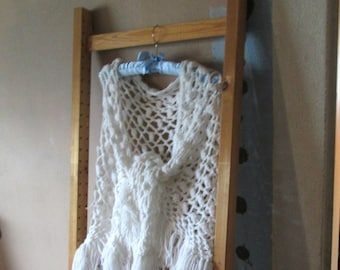 SHAWL CROCHET VINTAGE  White Lacey Boho Hippie Style