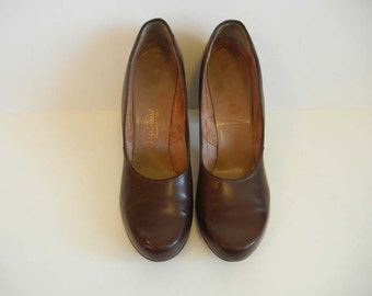 1940s shoes / Vintage 40's Chocolate Brown Baby Doll Shoes