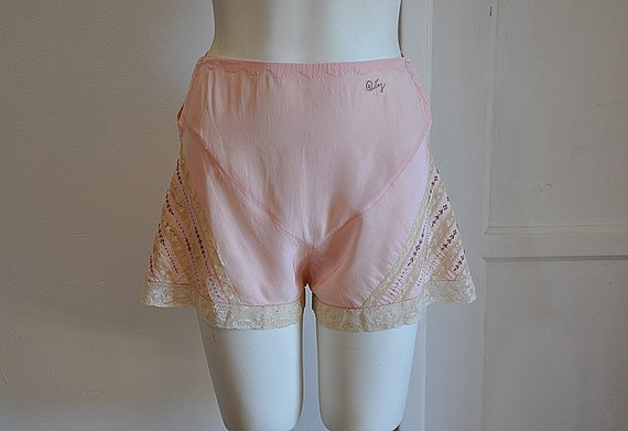 30s tap pants / Vintage 1930's Lace Intricate Embroidered Undies tap Pants Patsy