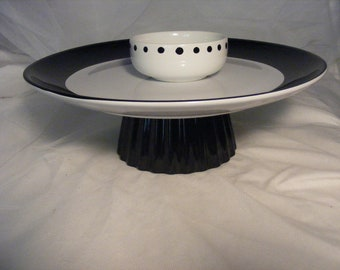 black and white appetizer stand with removable dip bowl to use with appetizers or cupcakes