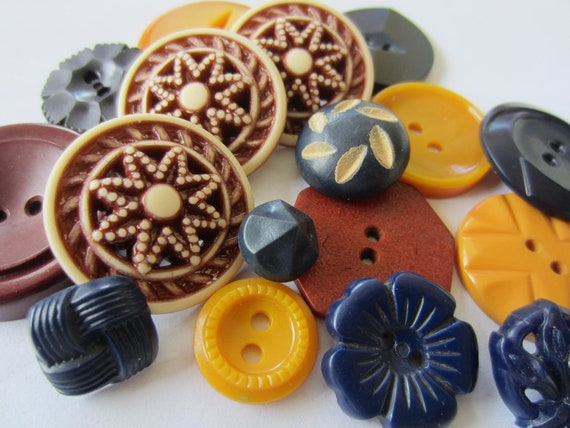 Vintage Buttons - Cottage chic mix of dark reds, off white, navy and mustard, old and sweet -  lot of 17 (2527)