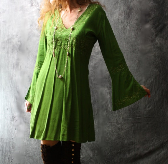 Vintage Apple Green Witchy Pixie Elf Hippie India Dress Bell Sleeves and Metallic Gold Embroidery