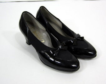 FREE SHIPPING Vintage Black Patent Leather Bow Heels