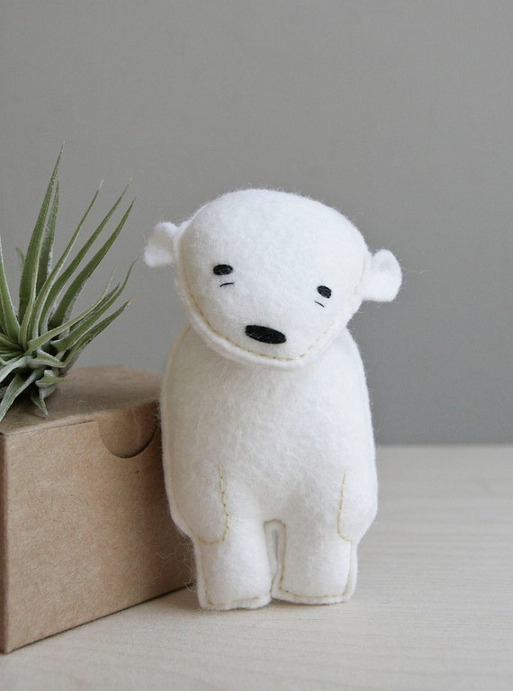 pocket bear / finnegan / polar bear