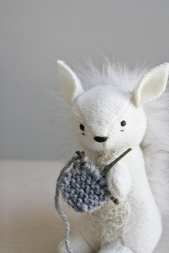 RESERVED / white squirrel knitting